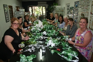 bow making group at the flower school