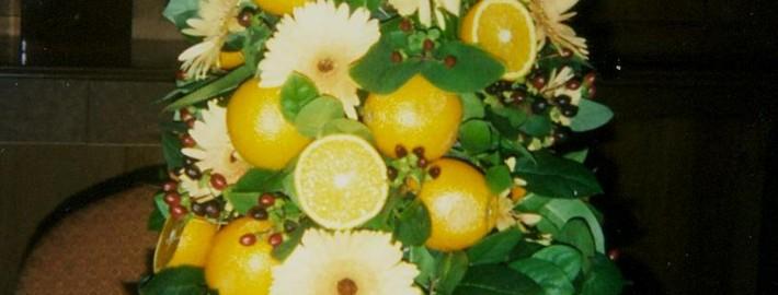 Arrangement Fruit & flowers