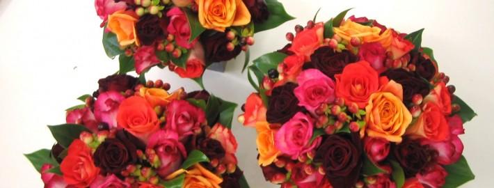 Bridesmaides posies colourful roses