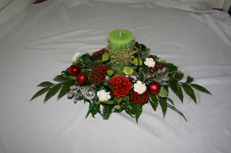 Hayley Chrsitmas Table arrangement 1