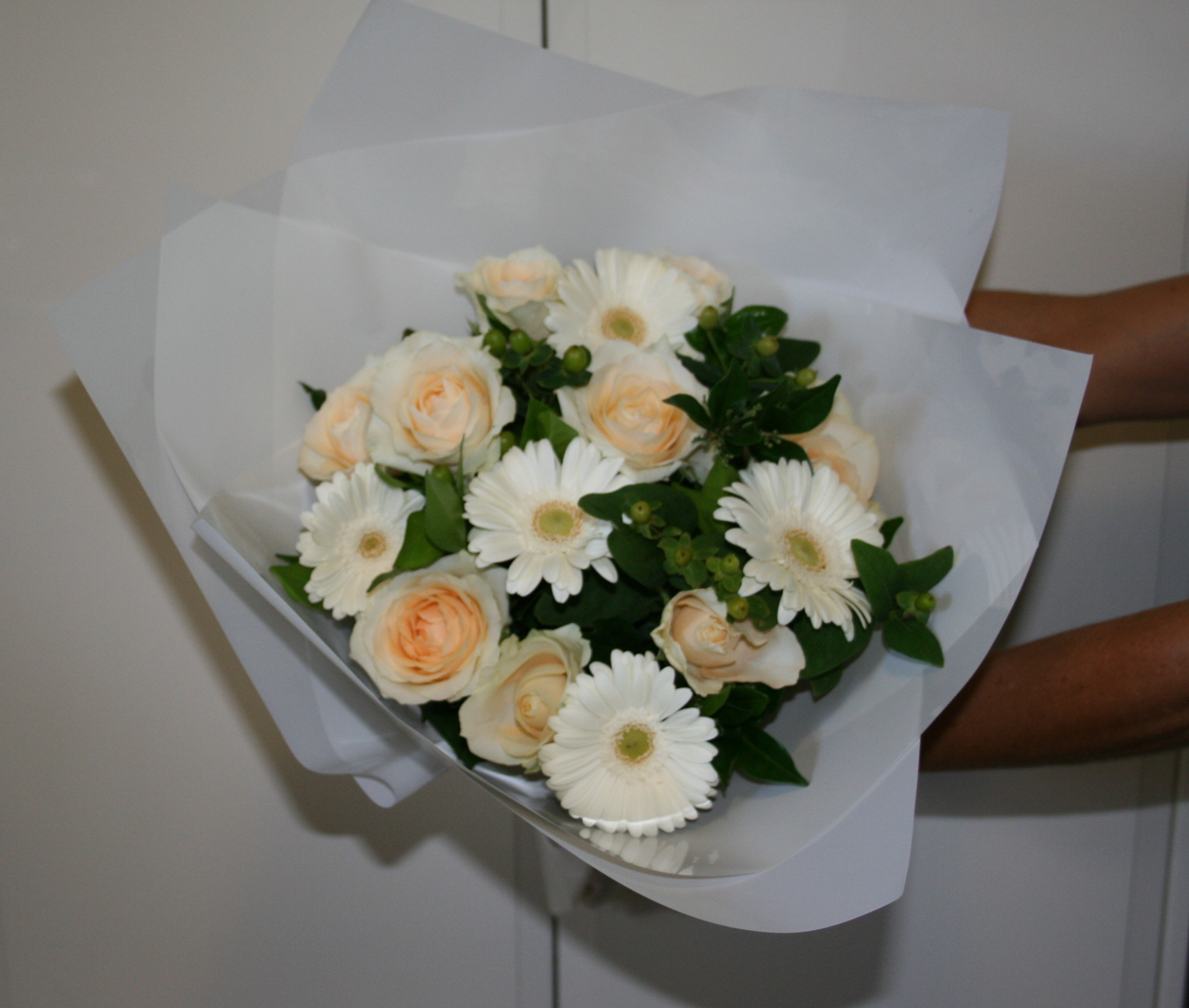 Pam Hand tied posy cropped