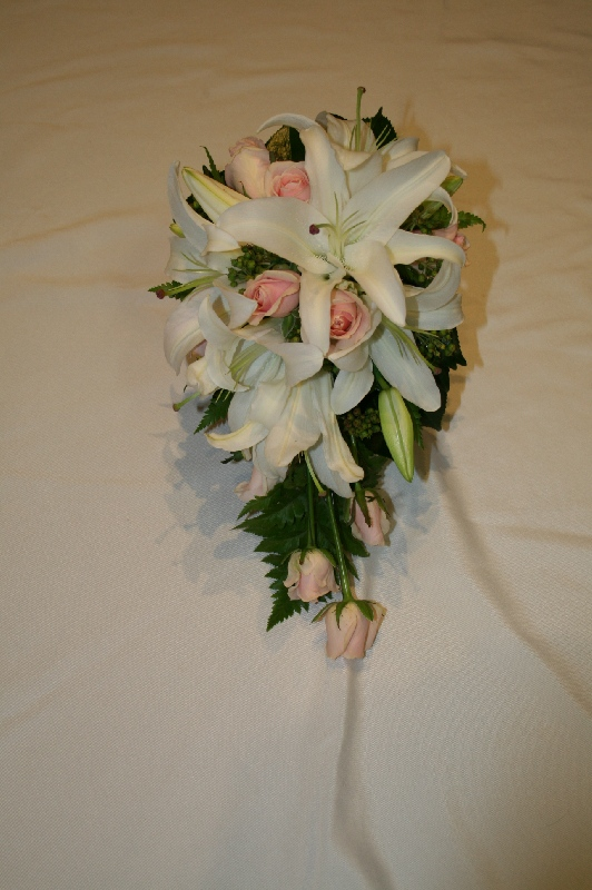 Stef trailing wired bouquet roses and lillies resized