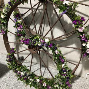 Garland wagon wheel photo 3